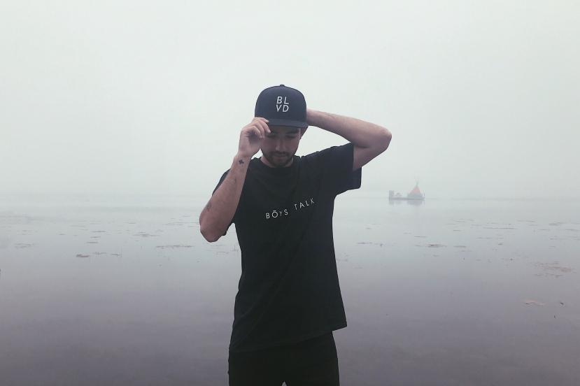 t-shirt - boys talk (fog)